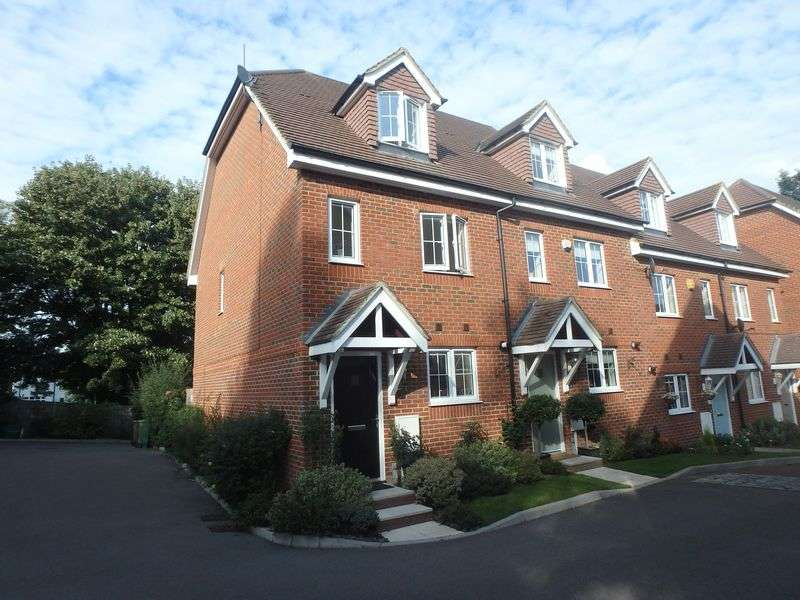3 Bedrooms Semi Detached House for sale in Osprey Drive, Epsom