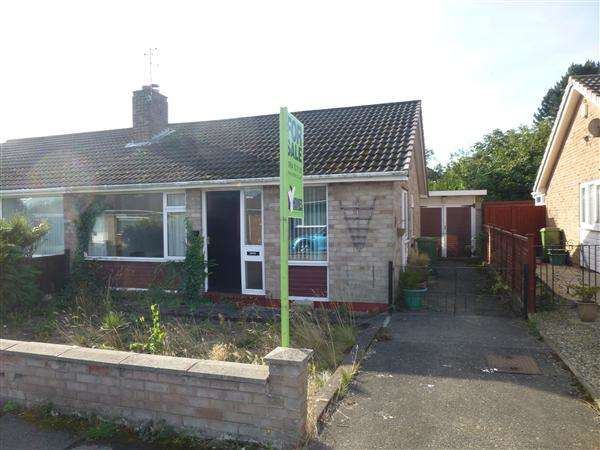 2 Bedrooms Semi Detached Bungalow for sale in Runswick Avenue, Acomb, York