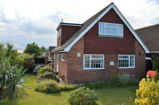 3 Bedrooms Detached House for sale in Grand Parade, Littlestone, New Romney