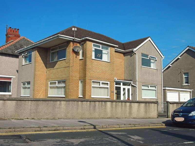2 Bedrooms Flat for sale in Westminster Road, Morecambe