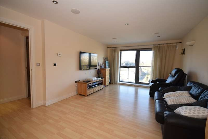 2 Bedrooms Flat for sale in Victoria court, New Street, Chelmsford, Essex, CM1