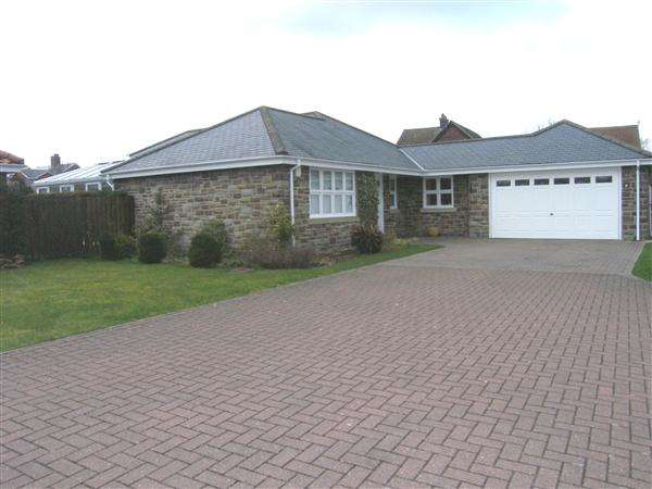 4 Bedrooms Bungalow for sale in Oakdale, Nedderton Village, Bedlington