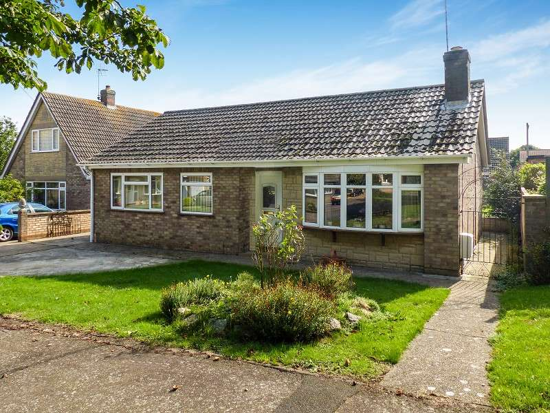 3 Bedrooms Detached Bungalow for sale in Southoe Road, Farcet, Peterborough, PE7 3AS