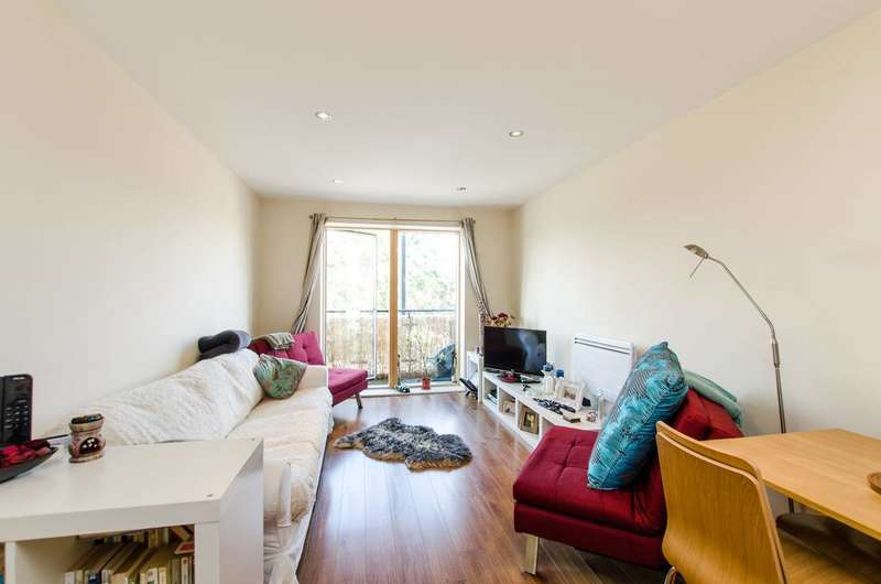 1 Bedroom Flat for sale in Durnsford Road, Wimbledon Park, SW19