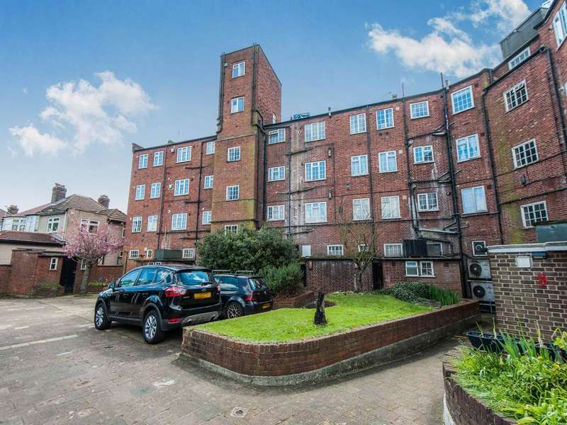 2 Bedrooms Flat for sale in Noble Corner Great West Road, Hounslow, TW5