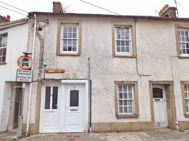 3 Bedrooms Terraced House for sale in Hottipass Street, Fishguard, Pembrokeshire