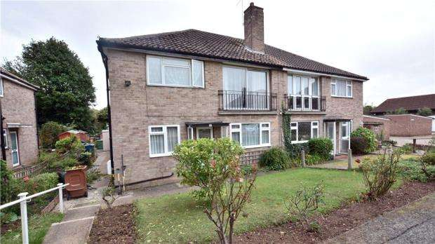 2 Bedrooms Maisonette Flat for sale in Twickenham Gardens, Harrow, Middlesex