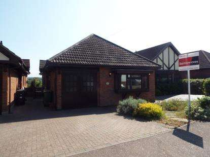 3 Bedrooms Bungalow for sale in Hullbridge, Hockley, Essex