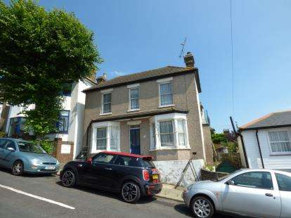 2 Bedrooms Detached House for sale in Leigh-On-Sea, Essex