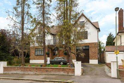 6 Bedrooms Detached House for sale in The Drive, New Barnet