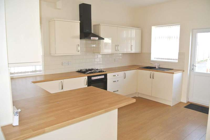 4 Bedrooms Semi Detached House for sale in Cornwall Place, Blackpool, FY3 9NR