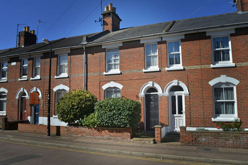 2 Bedrooms Terraced House for sale in Crowhurst Road, Colchester