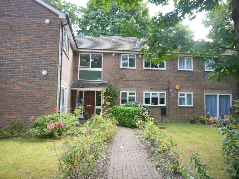 2 Bedrooms Flat for sale in Pinewood Lodge, The Rutts, Bushey Heath, Bushey, WD23