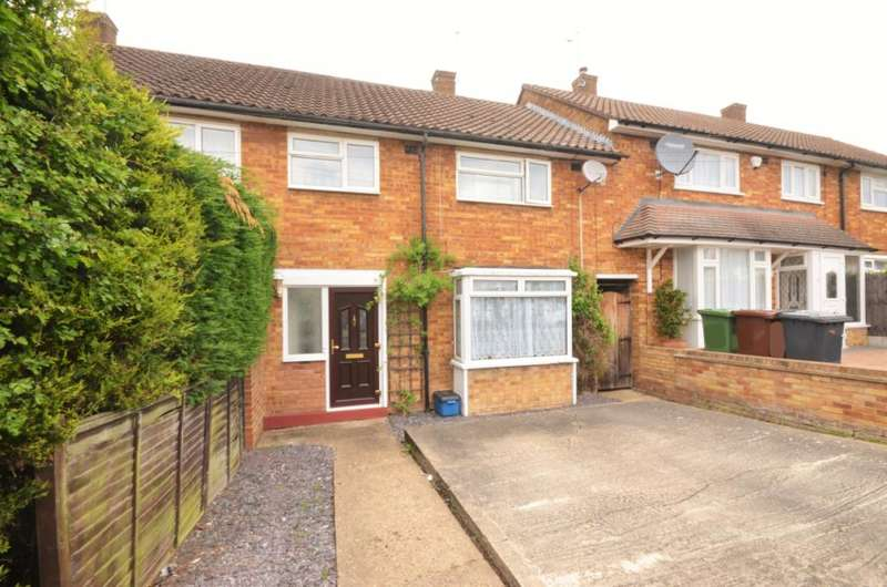 3 Bedrooms Terraced House for sale in Berwick Road, Borehamwood, Hertfordshire, WD6