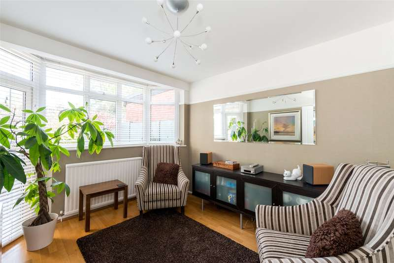 3 Bedrooms Semi Detached House for sale in Mandeville Road, Isleworth, TW7