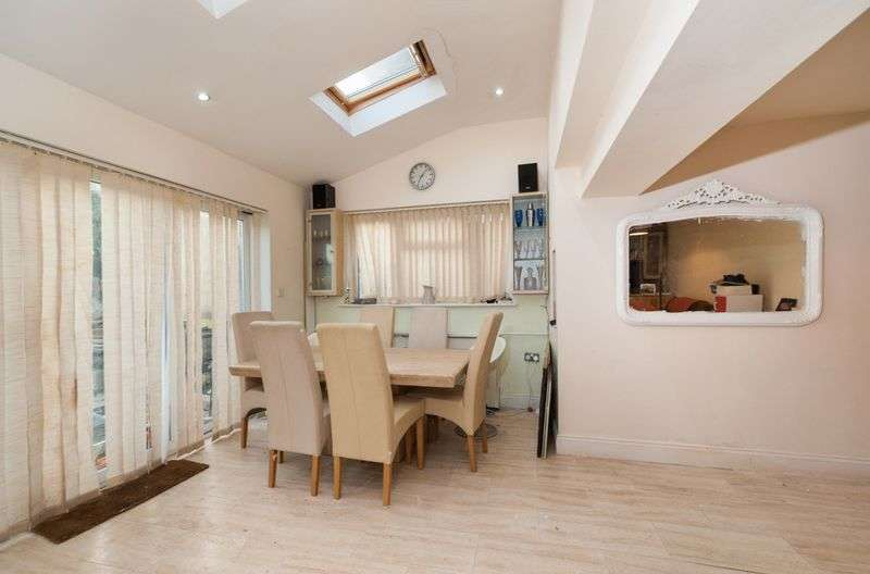 3 Bedrooms Terraced House for sale in Culpeper Close, Ilford