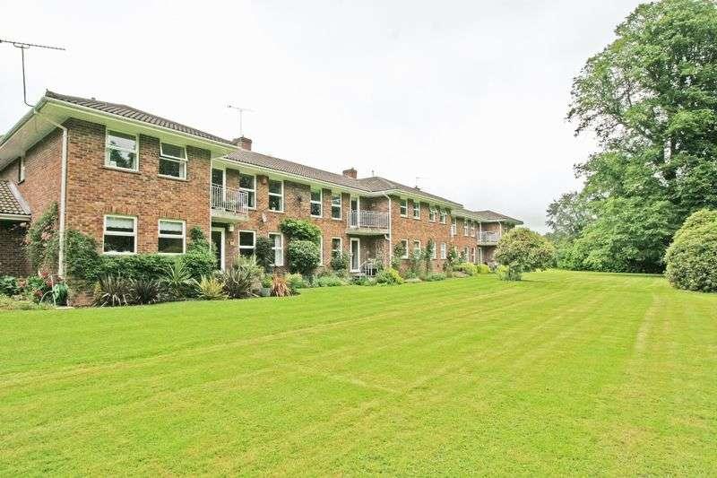 2 Bedrooms Flat for sale in Purton Lane, Farnham Royal, Buckinghamshire SL2