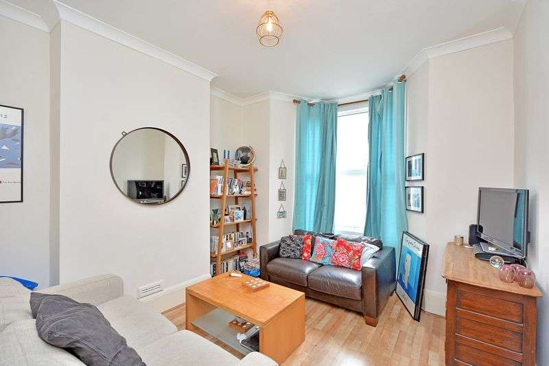 1 Bedroom Flat for sale in Green Lanes, London N16