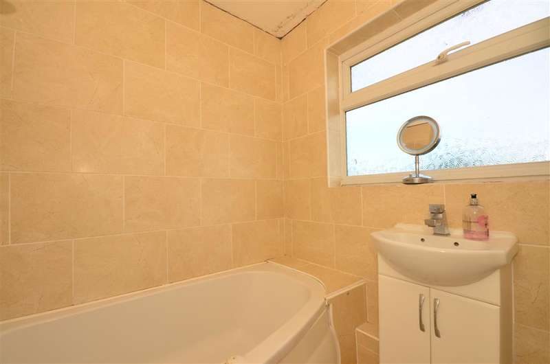 3 Bedrooms End Of Terrace House for sale in Tanswell Avenue, Basildon, Essex