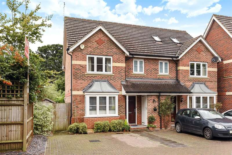 3 Bedrooms Semi Detached House for sale in Dowles Green, Keephatch Park, Wokingham