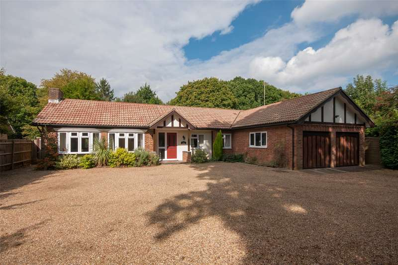 4 Bedrooms Detached Bungalow for sale in Parkgate Road, Newdigate, RH5