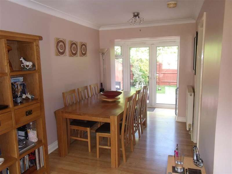 3 Bedrooms Semi Detached House for sale in Manor House Drive, Park Farm, Ashford, Kent