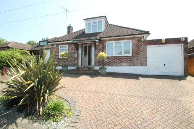 3 Bedrooms Detached Bungalow for sale in Richfield Road, Bushey, WD23
