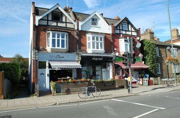 2 Bedrooms Flat for sale in High Street, Hampton Wick, Kingston Upon Thames