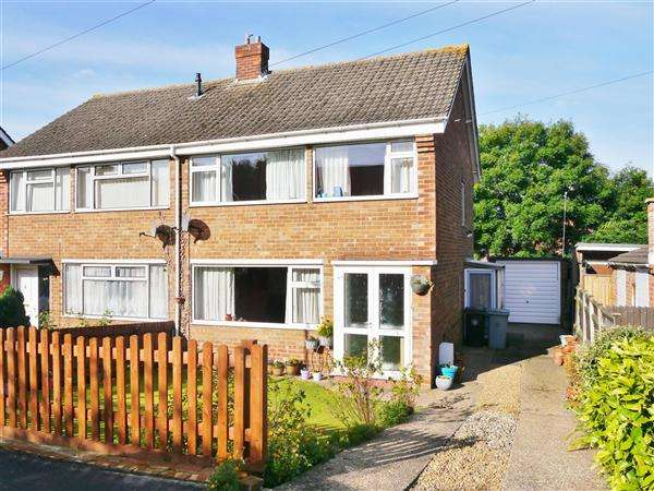 3 Bedrooms Semi Detached House for sale in Southlands Drive, Grantham