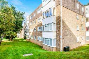 2 Bedrooms Flat for sale in Kingsmere, London Road, Brighton, East Sussex
