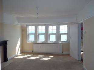 2 Bedrooms Flat for sale in Mill House, 7-8 Marine Drive West, Bognor Regis, West Sussex