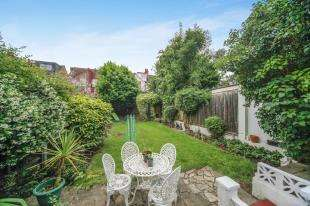 4 Bedrooms End Of Terrace House for sale in Semley Road, London