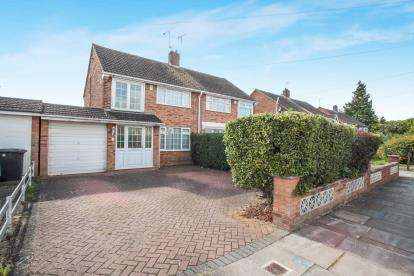 3 Bedrooms Semi Detached House for sale in Linden Road, Dunstable, Bedfordshire