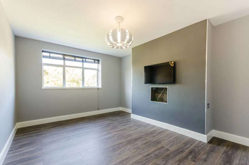 2 Bedrooms Flat for sale in Holsgrove Court, Bromyard Avenue, Acton, W3