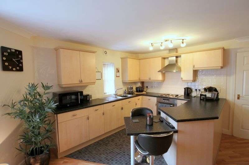 2 Bedrooms Flat for sale in Cromwell Avenue, Stockport SK5