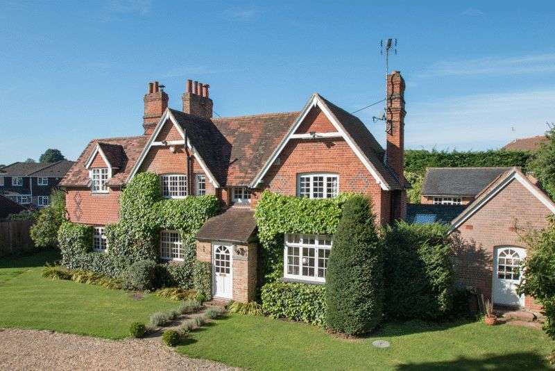 5 Bedrooms Detached House for sale in Park Lane, Guildford