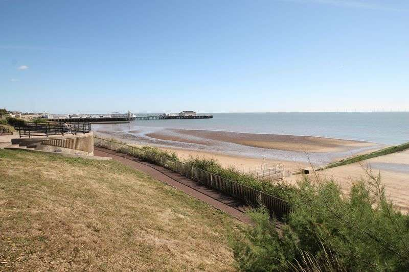 2 Bedrooms Detached Bungalow for sale in Saxmundham Way, Clacton-On-Sea