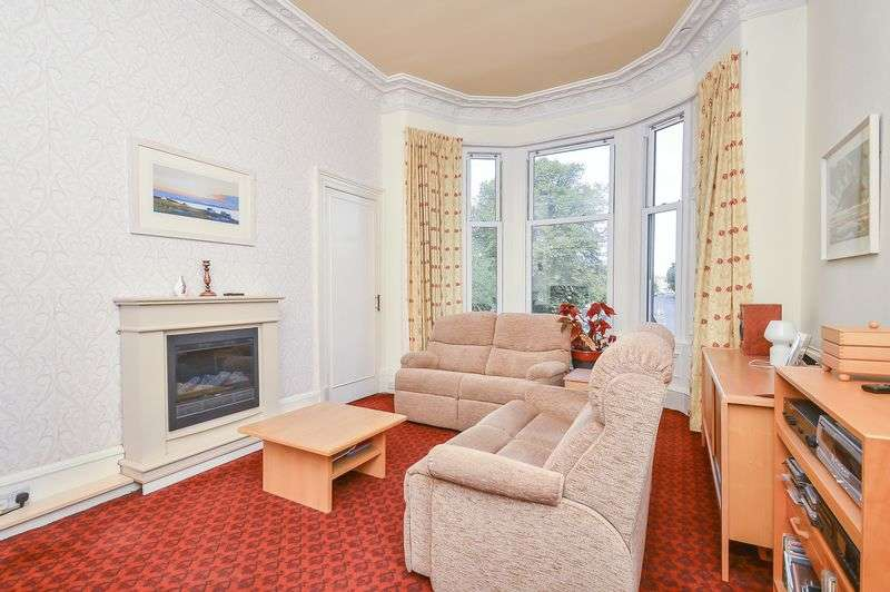 2 Bedrooms Flat for sale in 12/1F2 Chancelot Terrace, Trinity, Edinburgh, EH6 4SS