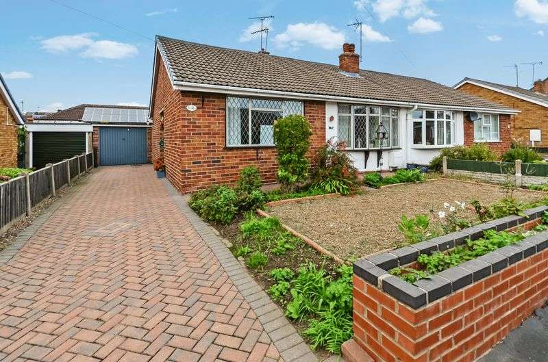 2 Bedrooms Semi Detached Bungalow for sale in Sycamore Road, Barnby Dun, Doncaster, DN3 1BQ