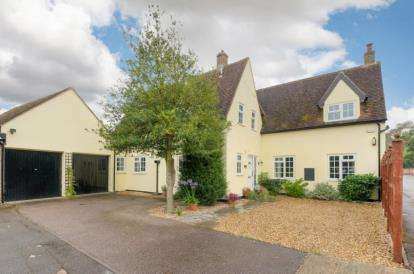 3 Bedrooms Detached House for sale in High Street, Roxton, Bedford, Bedfordshire