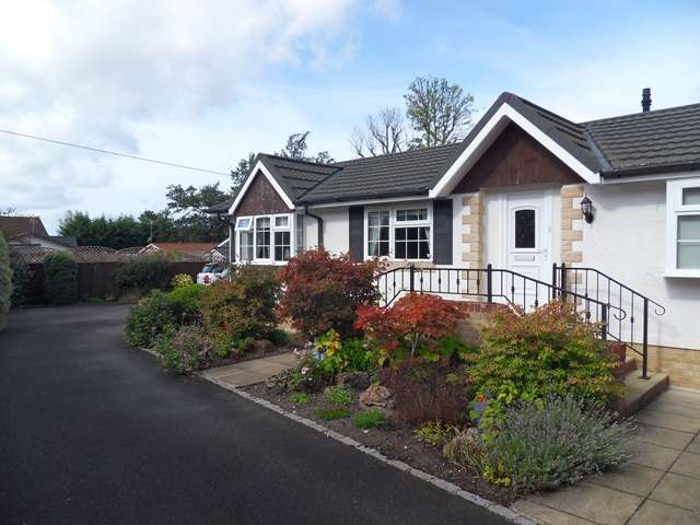 2 Bedrooms Detached House for sale in 2 Bedroom 2 Bathroom Park Home on Warfield Park