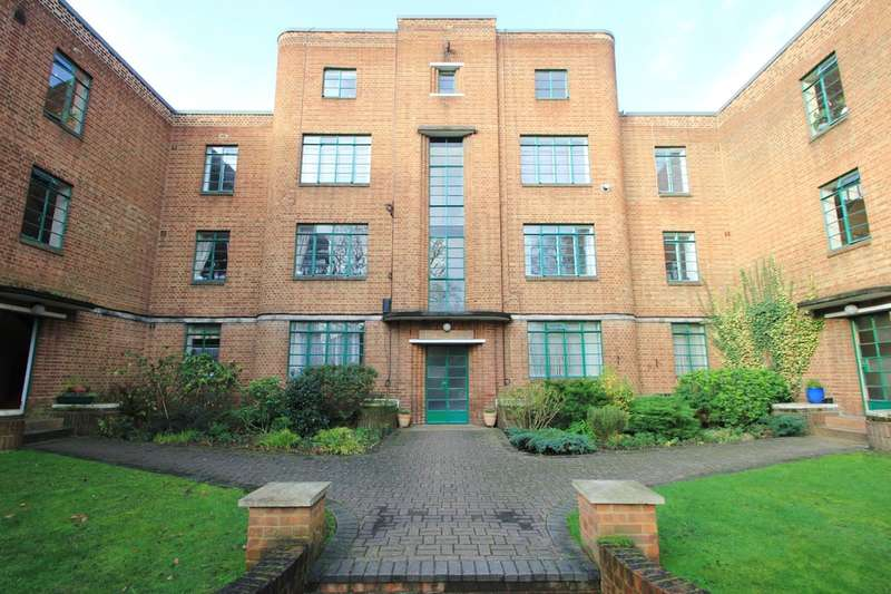 2 Bedrooms Flat for sale in Hook Road, Surbiton