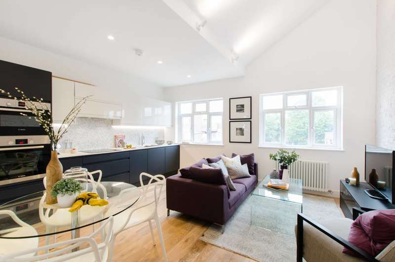 3 Bedrooms Maisonette Flat for sale in Malden Road, Kentish Town, NW5