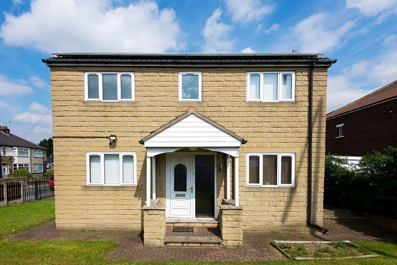 3 Bedrooms Detached House for sale in Raymond Drive, Bradford, West Yorkshire, BD5