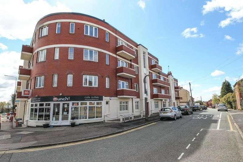 2 Bedrooms Flat for sale in Wigan Lane, Swinley