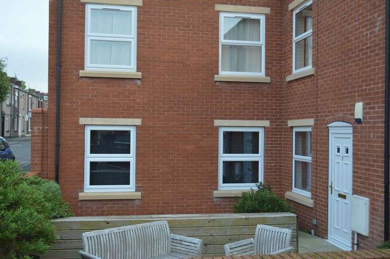 2 Bedrooms Flat for sale in James Street, Littleborough