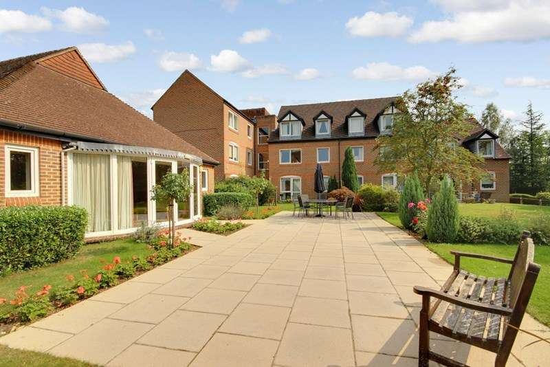 1 Bedroom Retirement Property for sale in McKernan Court, Sandhurst, GU47 8HH