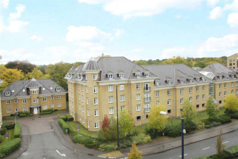 2 Bedrooms Apartment Flat for sale in Century Court, Woking, Surrey, GU21
