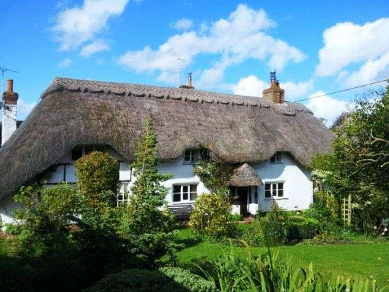3 Bedrooms Detached House for sale in Upper Clatford, Andover, SP11 7QL