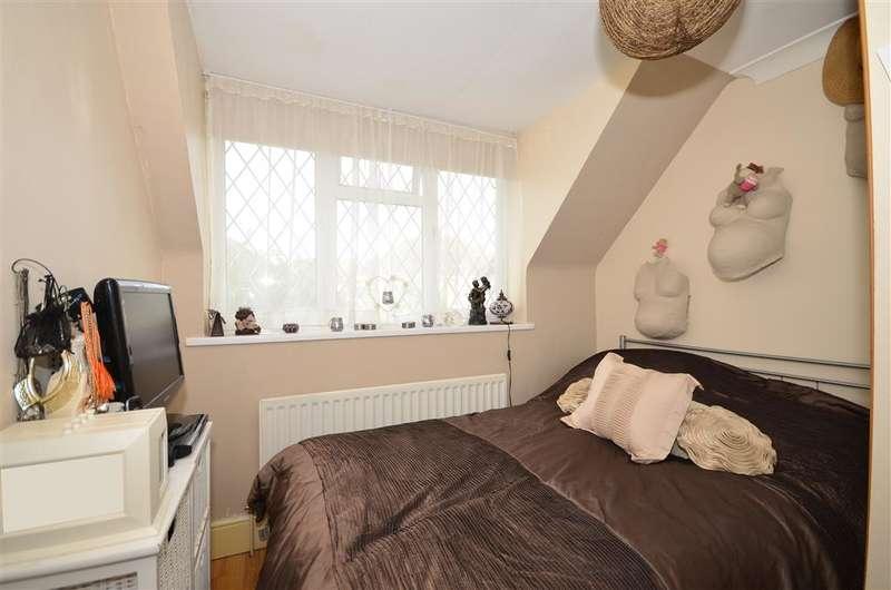 3 Bedrooms Detached House for sale in Apple Close, Snodland, Kent